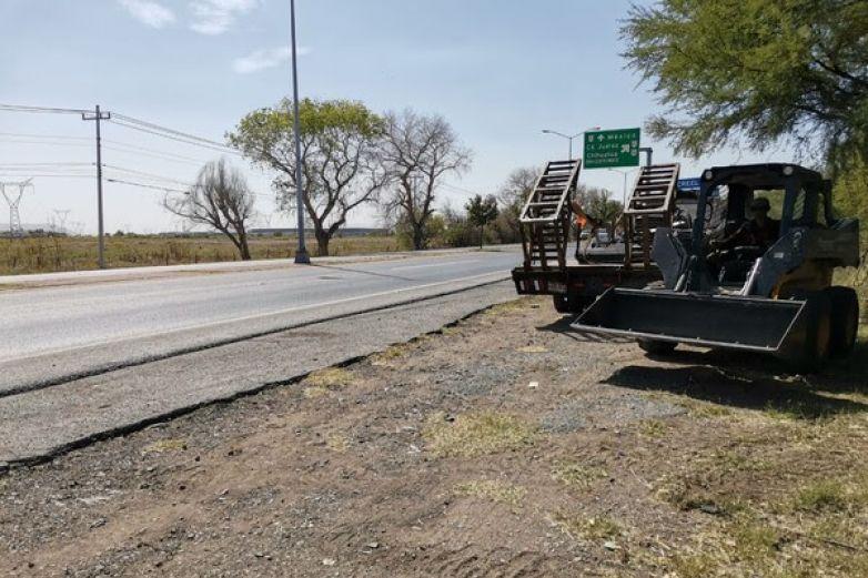 Limpian carretera a Aldama