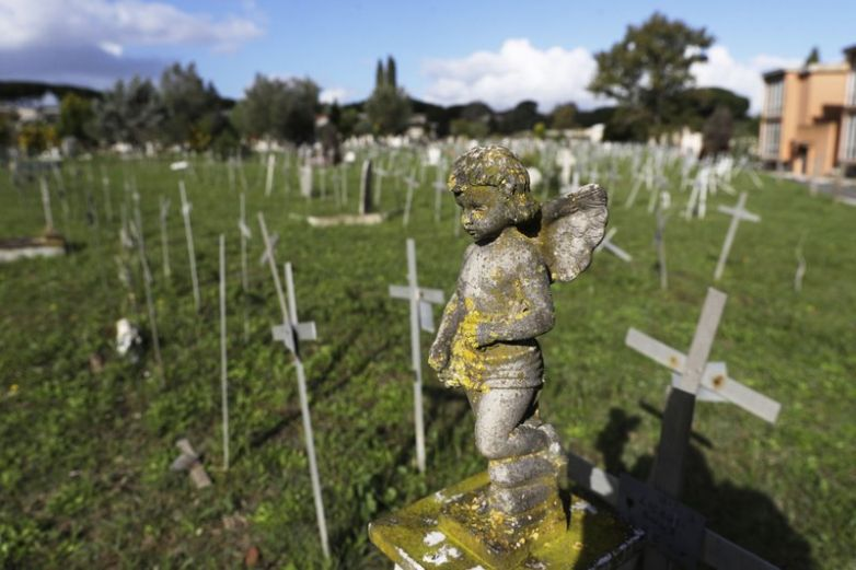 Aparecen nombres de mujeres en tumbas de fetos