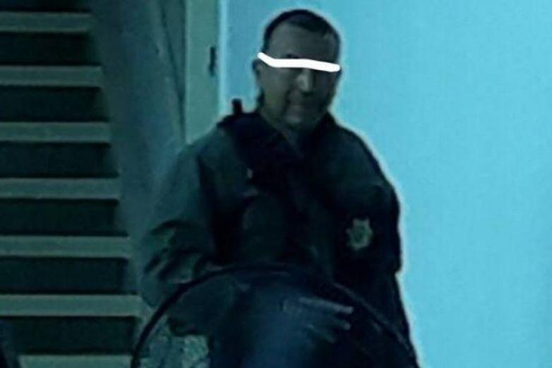 Vinculan a proceso a policía acusado de golpear a periodista