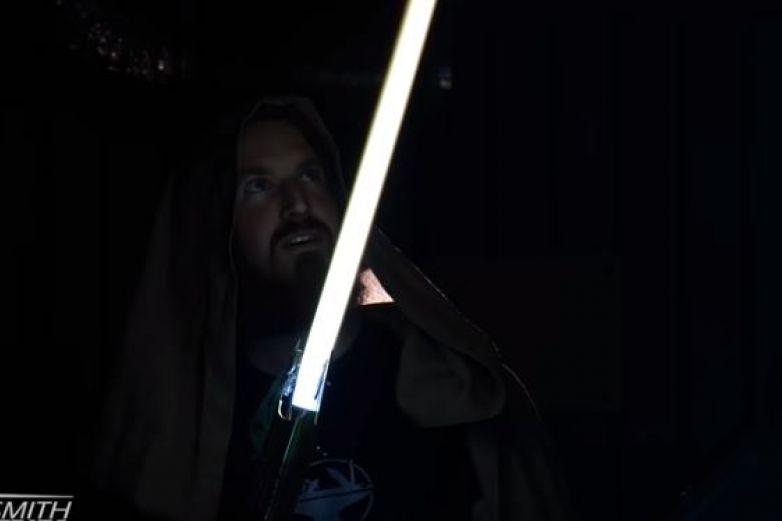 Crean sable de luz al estilo Star Wars capaz de cortar acero
