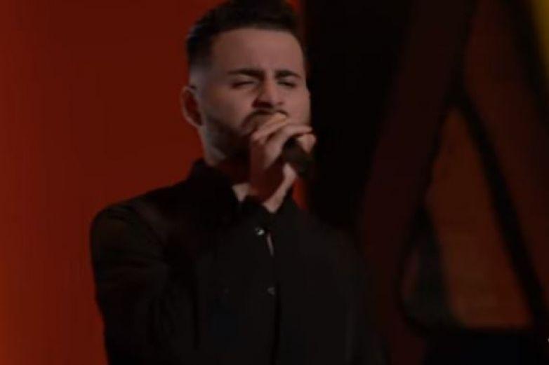 Joven fronterizo conquista a Kelly Clarkson en 'La Voz'