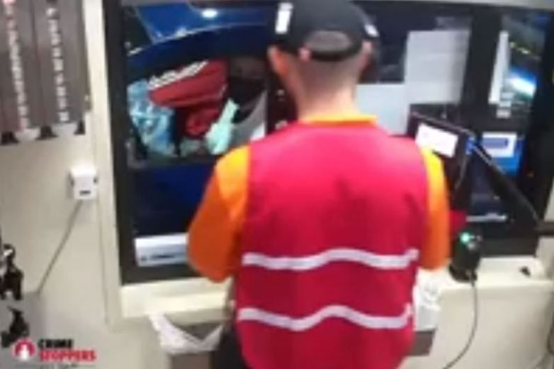 Video: Roba tarjetas, le da hambre y compra hamburguesa con una; lo buscan