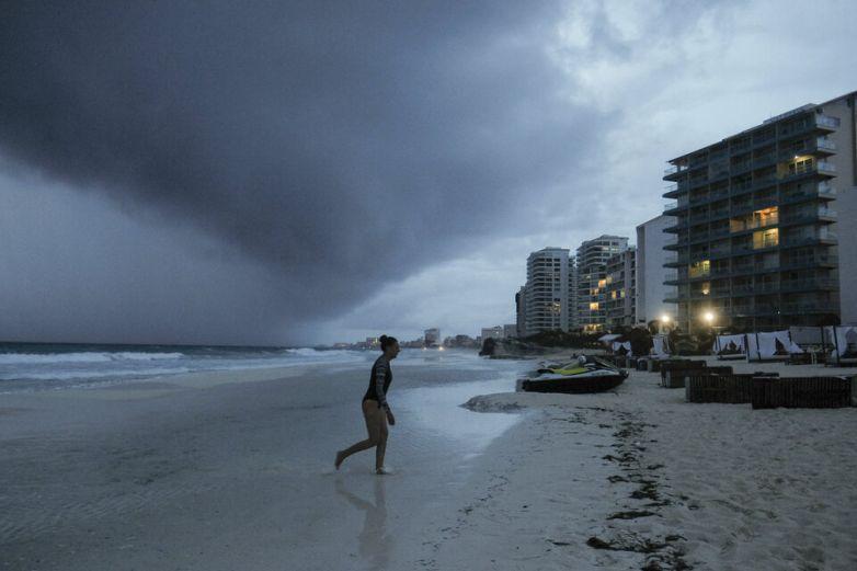 Huracán Zeta empieza a azotar Yucatán con lluvias y vientos