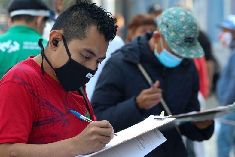 Aumenta la pobreza laboral en México: Coneval