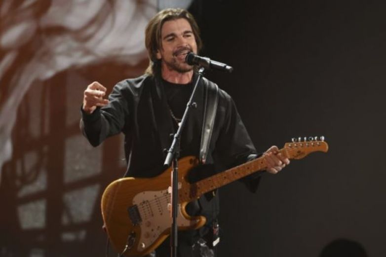 "Juanes interpreta ""El amor después del amor"" de Fito Páez"