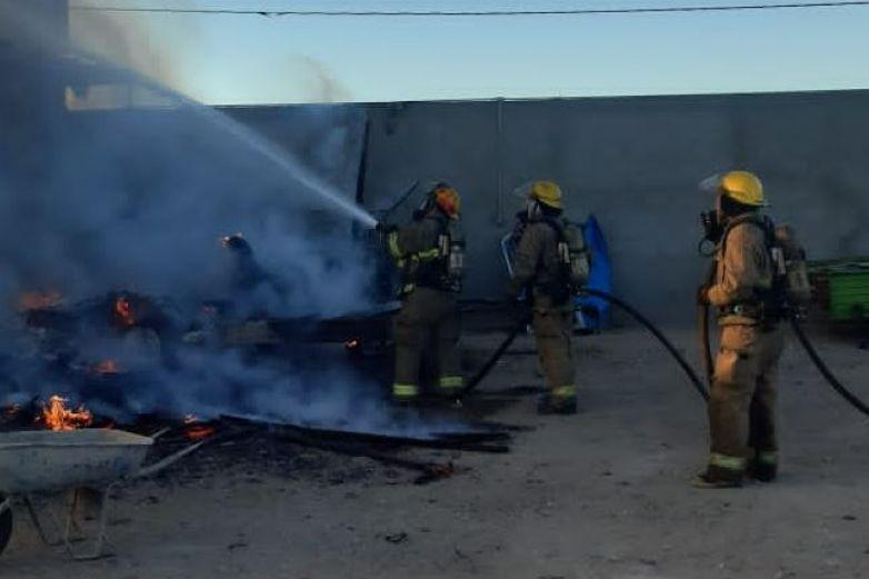 Sofoca Bomberos tres incendios en distintos hechos
