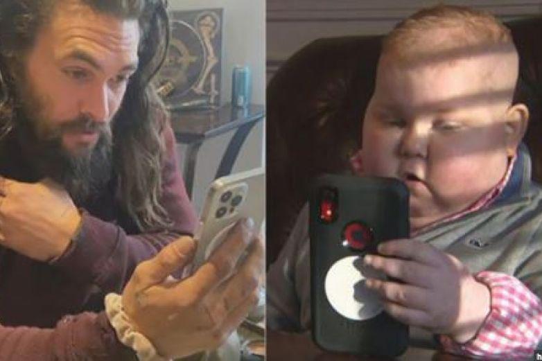 'Aquaman' sorprende a niño con cáncer por videollamada