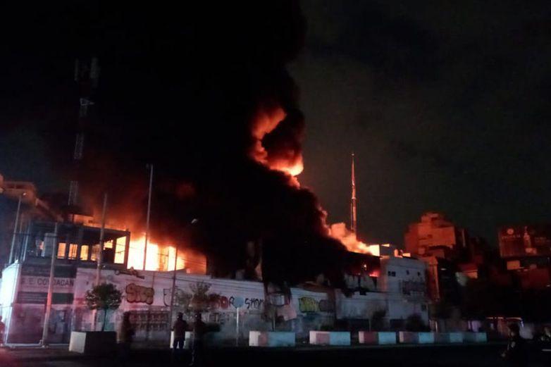 Arde subestación de la CFE en Xoco