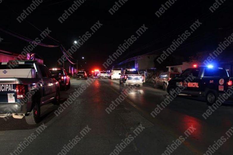 Chocan vehículo tras persecución y balacera