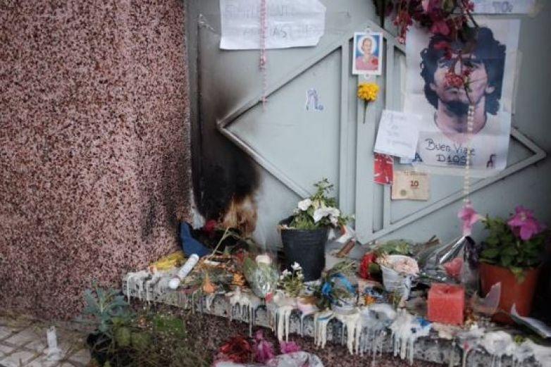 ¡Otra vez! Maradona se 'aparece' en altar puesto en su primer casa