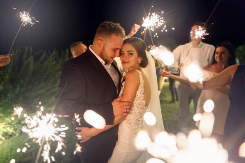 Finge tener cáncer terminal para tener la boda de sus sueños