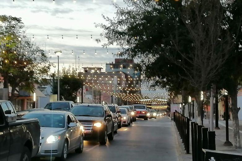Reportan más de una hora para cruzar a El Paso