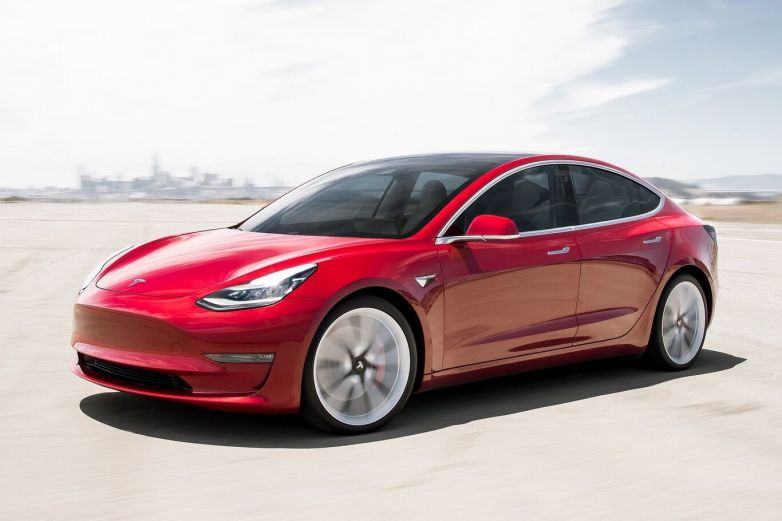 Bebé compra actualización de 10 mil dólares para un Tesla