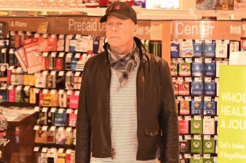 Corren a Bruce Willis de tienda por negarse a usar cubrebocas