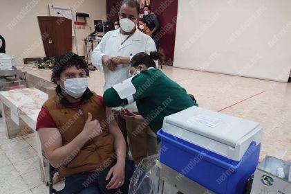 Iniciavacunaciónvs Covid apersonal médico en Juárez
