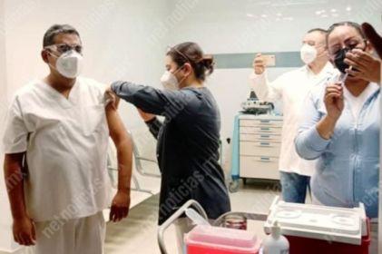 Recibe personal del Issste en Juárez vacuna Covid
