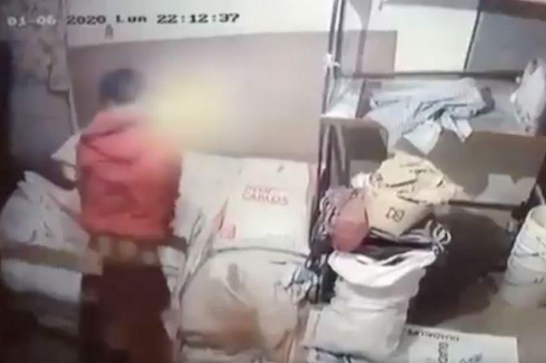 Sorprenden a ladrón robando en negocio y dueños lo castigan al 'estilo de mamá'