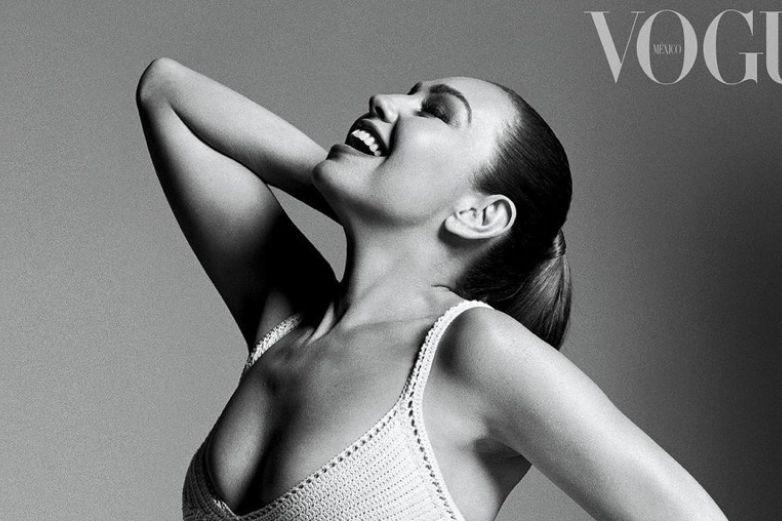 Por primera vez, Thalía deslumbra en la portada doble de Vogue México