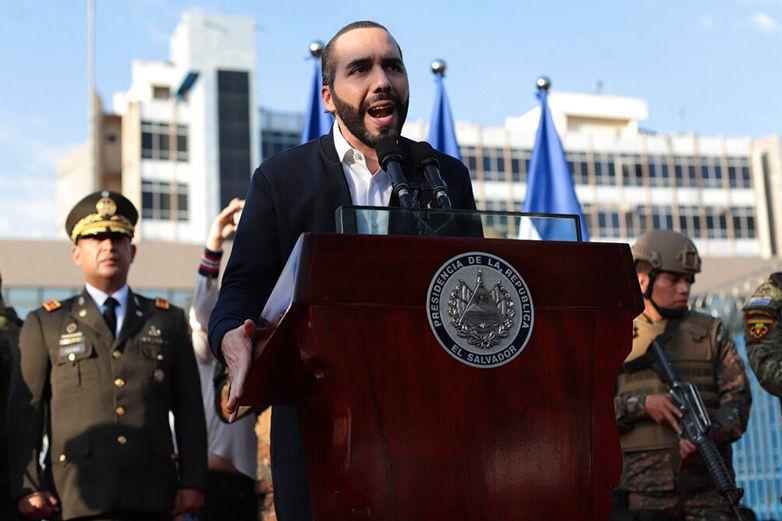 Bukele advierte que saldrán más funcionarios en El Salvador