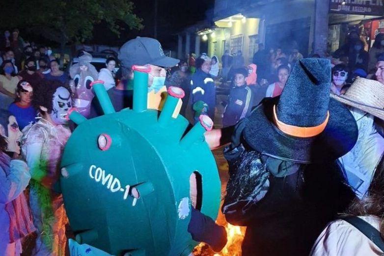 Realizan mega baile en Veracruz para quemar al Covid-19