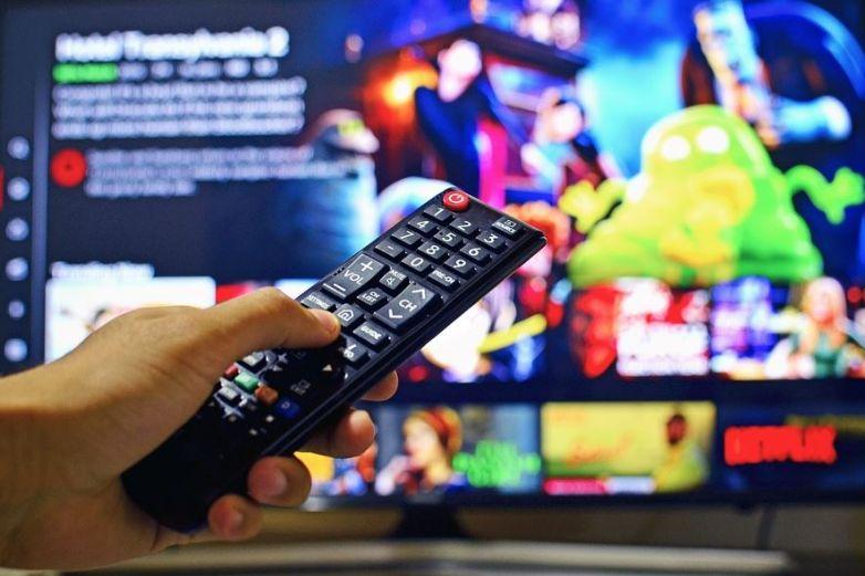 Propone Morena impuesto por usar Netflix y Disney+