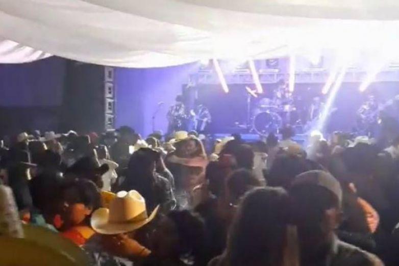 Fiesta de XV años en Cuauhtémoc sin sana distancia