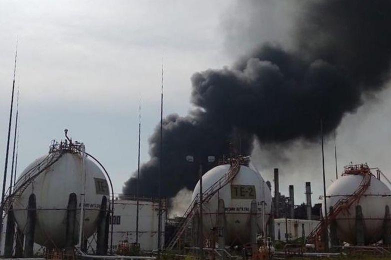 Sube a siete los lesionados en incendio en refinería