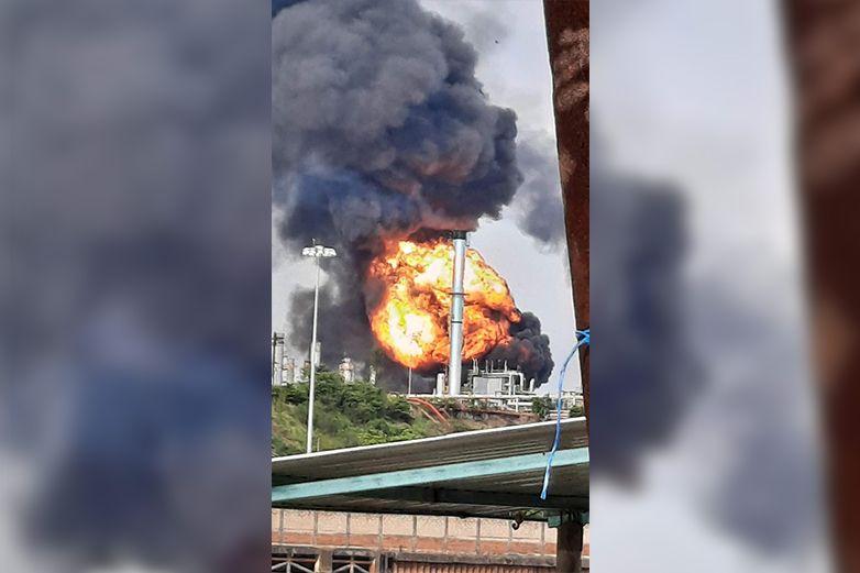Video: Confirma Pemex 6 heridos tras incendio en refinería