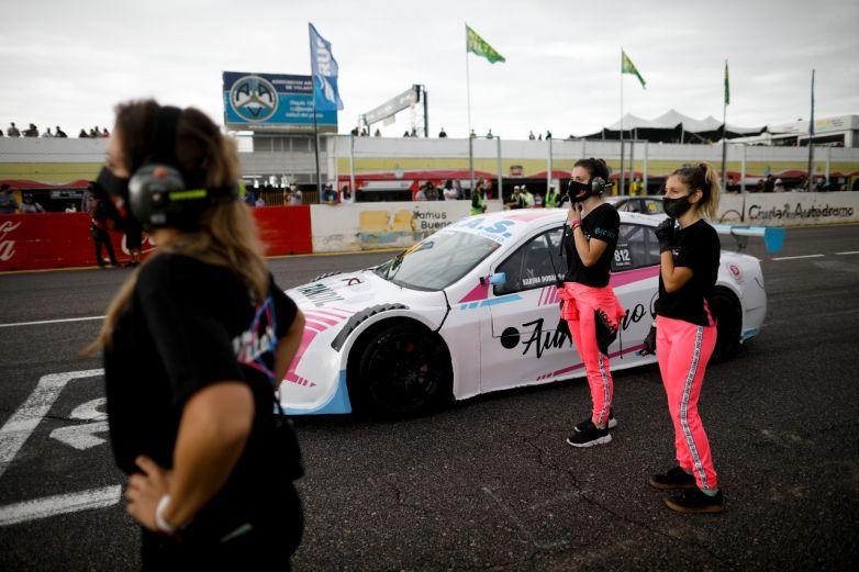 Equipo de mujeres hace historia en automovilismo argentino