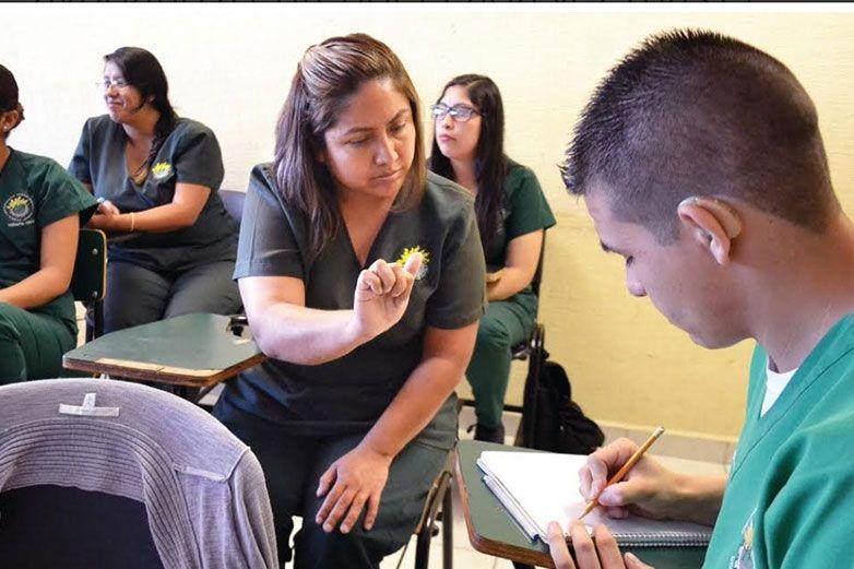 Wendy Sánchez, rompe las barreras del lenguaje a través de las señas