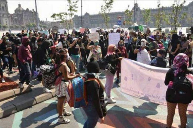 Feministas vuelven a marchar en calles del Centro Histórico