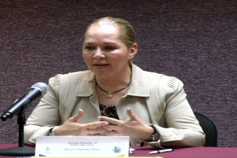 Adriana Fuentes comparte experiencias de vida y política en la UACh