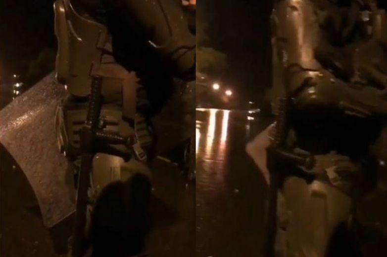 Video: 'Hágale lo que quiera', dice policía tras detener a chica