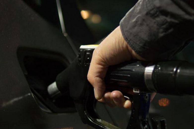 Continúa cara gasolina en EU tras ciberataque
