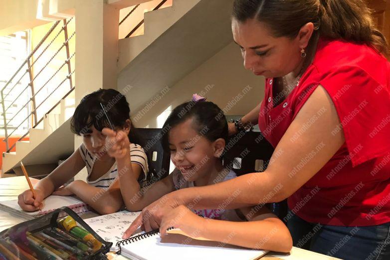 Maestros sin horario; el reto de adaptarse a clases en línea