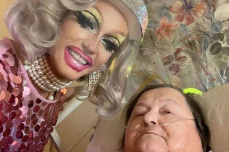 Video: Drag queen armó show para su abuela agonizante