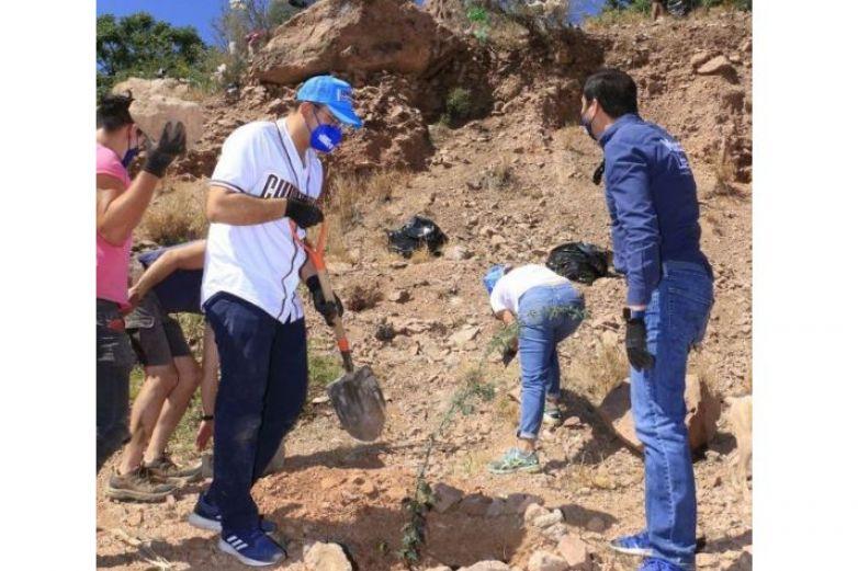 Asiste Marco Bonilla a la limpieza y reforestación del Cerro Coronel