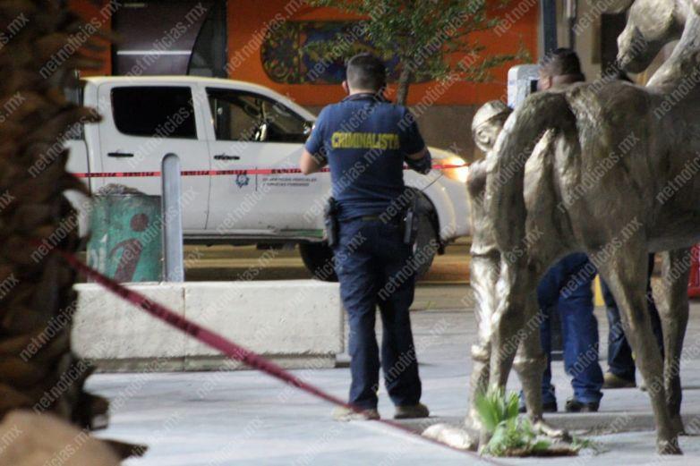 Ultiman a hombre frente a farmacia en avenida Juárez