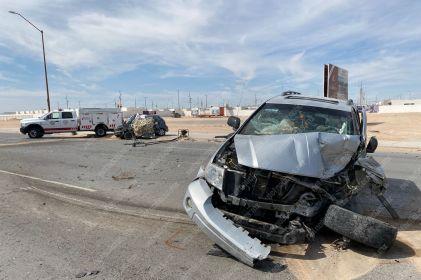 Pierden la vida chofer tipo Uber y cliente; los impactan de frente