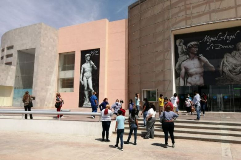 Exposición de Miguel Ángel es visitada por habitantes de Guadalupe