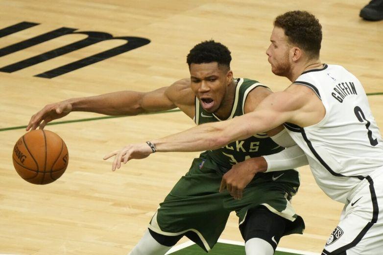 Bucks resisten embate de Nets en el juego 3
