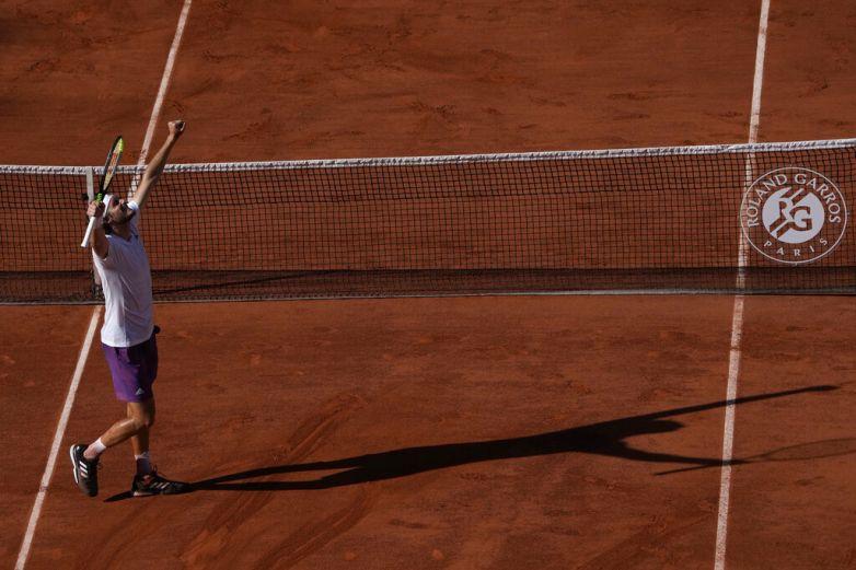 Tsitsipas vence a Zverev y pasa a la final en Abierto de Francia