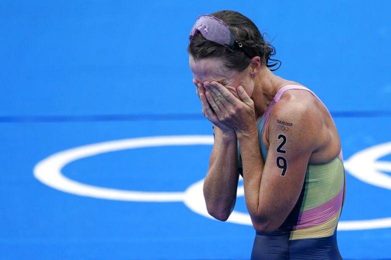 Flora Duffy de Bermudas gana el oro en triatlón