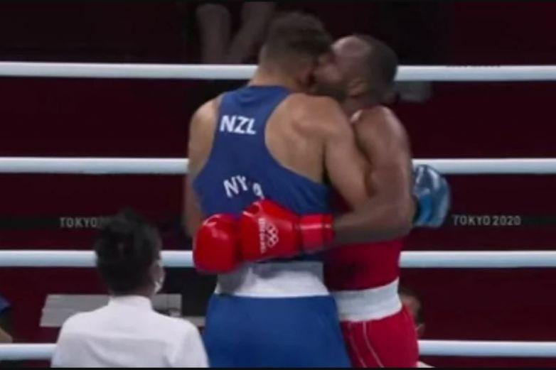 Video: Intenta morder a su rival en los Juegos Olímpicos