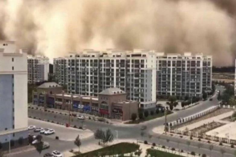 Video: Tormenta de arena cubre ciudad china