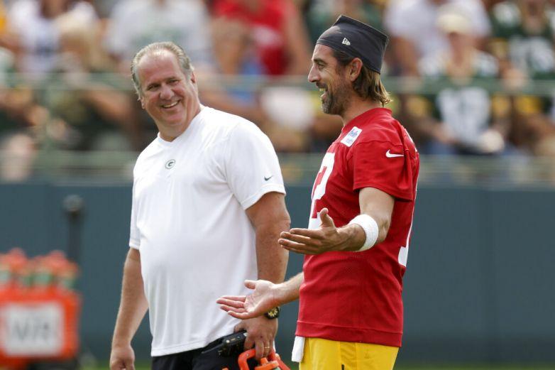 Rodgers entrena con Packers; su futuro sigue incierto