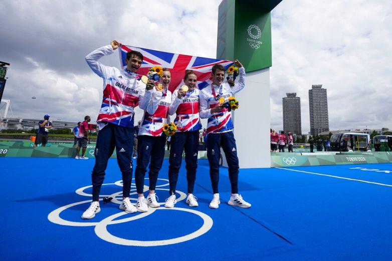 Gana Gran Bretaña oro en relevo mixto de triatlón