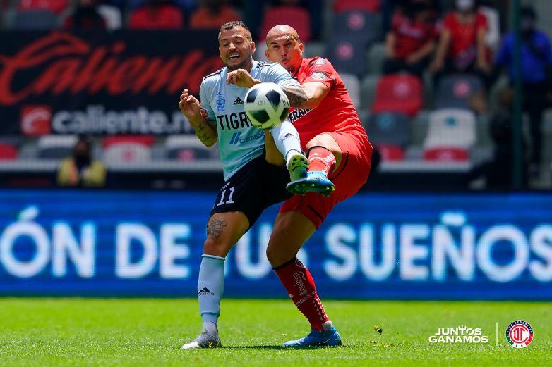 Toluca remonta para ser líder de la Liga MX