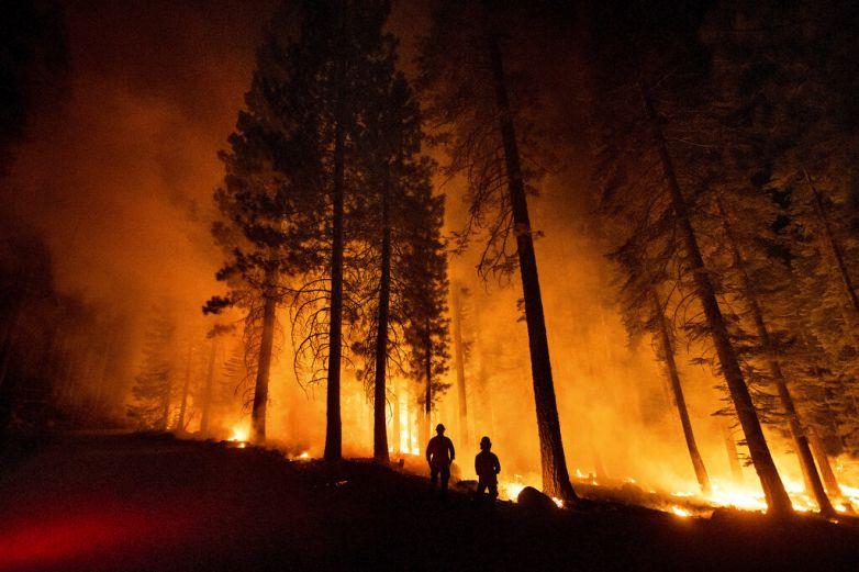 Bomberos avanzan en la lucha contra incendios en EU