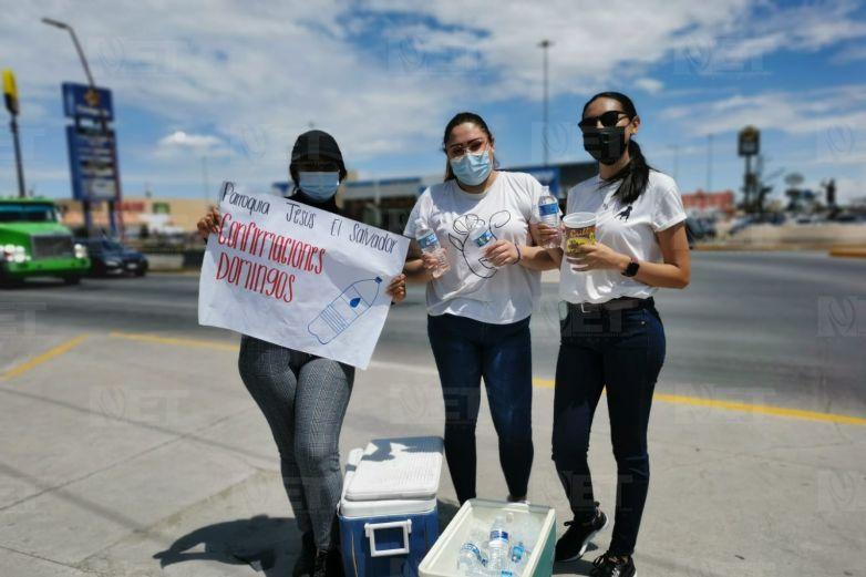 Con venta de aguas, jóvenes buscan recursos para confirmaciones